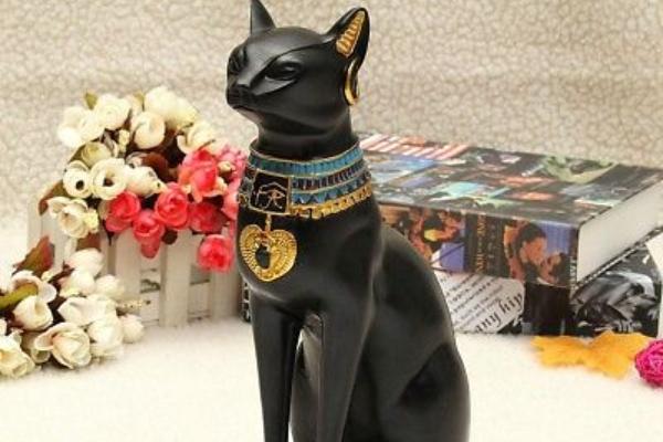 Statue crne mačke i njihovo značenje u feng šuiju