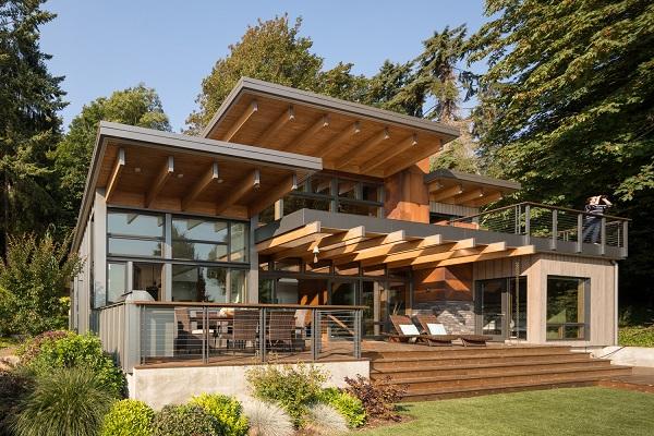 Kuća na obali obložena drvetom i staklom postaje idealno mesto za bekstvo iz grada