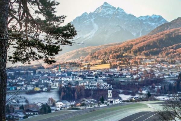 Urbano potkrovlje koje oslikava alpski način života