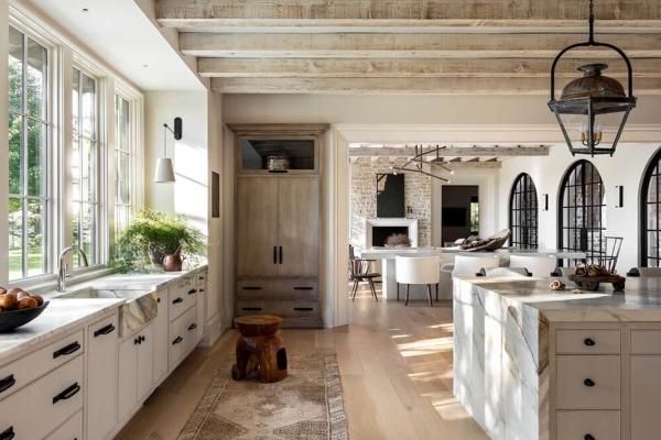 Svetlo & savremeno: kuća koja neutralne nijanse pretvara u čisto savršenstvo