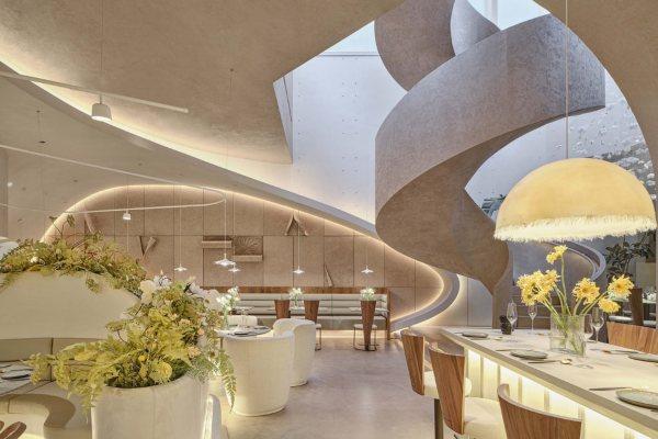 Romantični restoran u Šangaju ispunjen cvećem