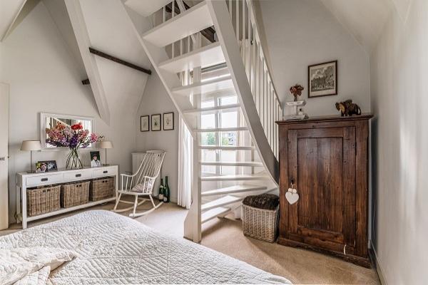 Zavirite u stan na poslednjem spratu koji koristi sve blagodeti sunca