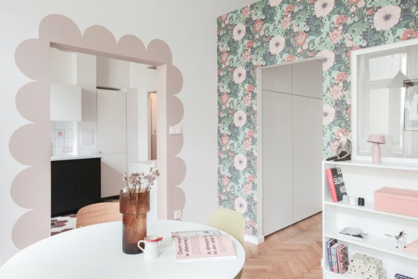 Mali stan u ružičastim nijansama u Varšavi