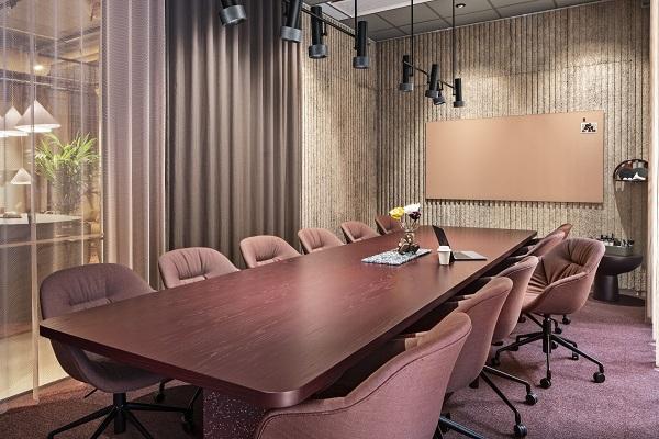 Kancelarija koja spaja robusno & uglađeno poziva na druženje i saradnju